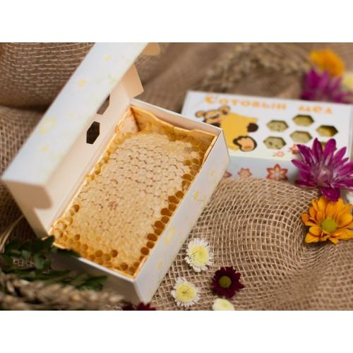 Минирамка с мёдом в сотах, 200 грамм.